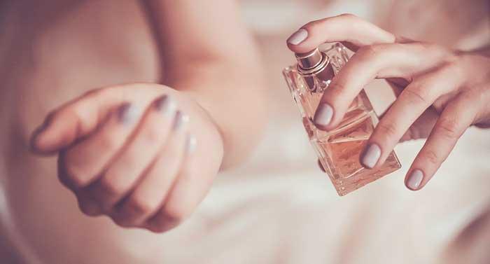 آشنایی با نحوه انتخاب عطر زنانه