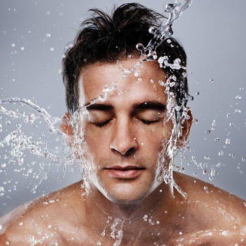 انتخاب بهترین افترشیو برای پوست شما به عوامل متعددی وابسته است.